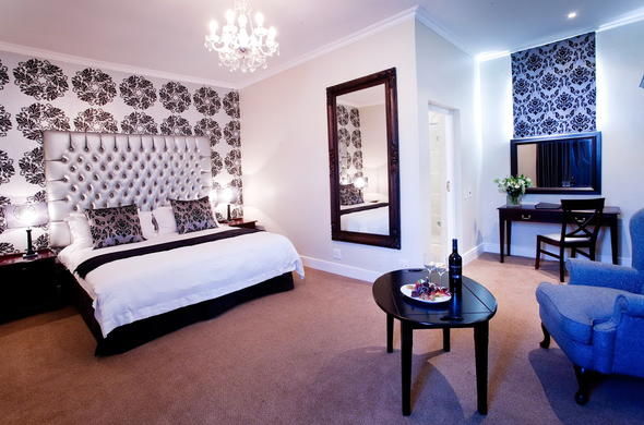 Erinvale Estate Hotel & Spa offer elegant accommodation.
