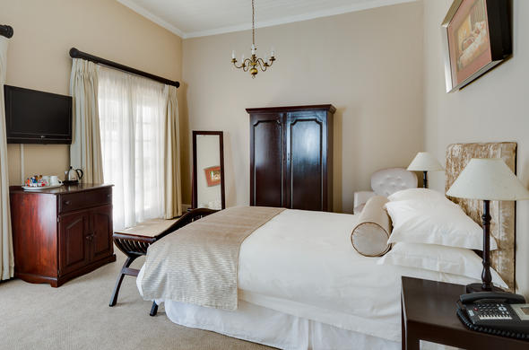 Protea Hotel Dorpshuis & Spa offer comfortable accommodation.